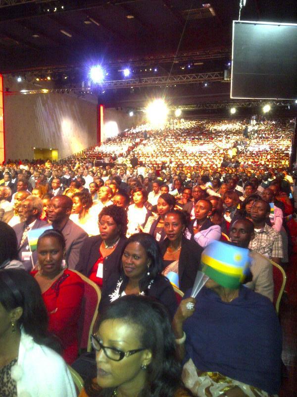 kagame_in_paris_2.jpg